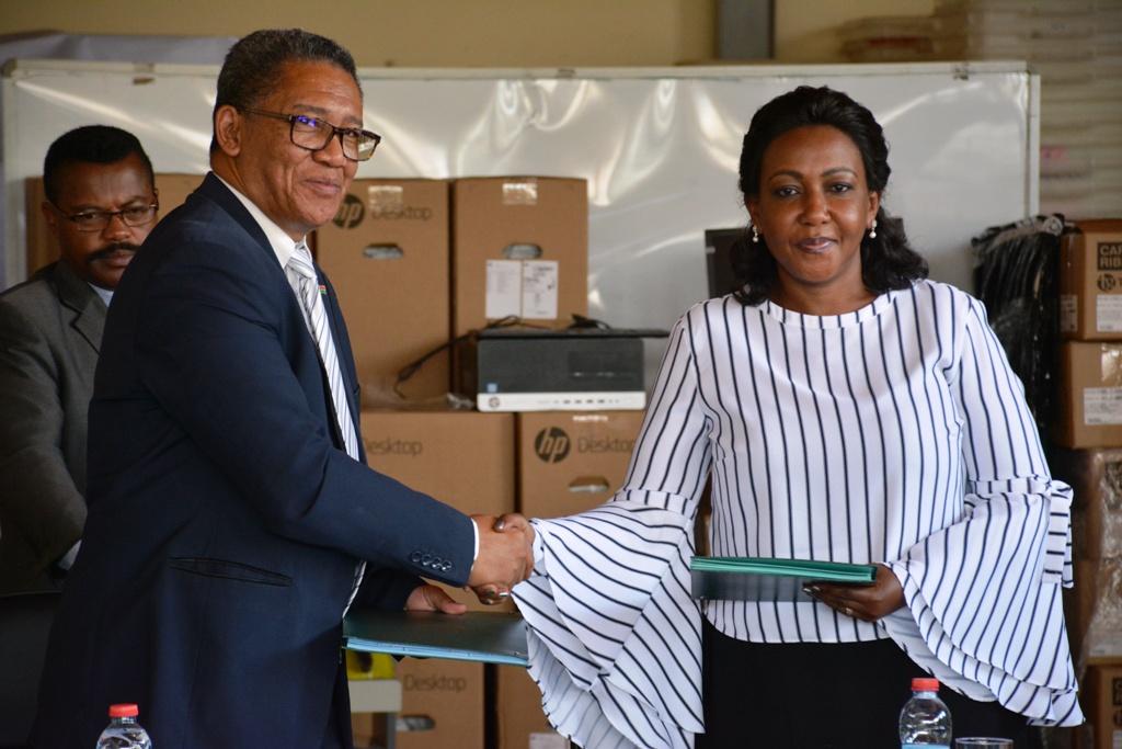 Remise des matériels, dons du PNUD POUR LA CENI Madagascar