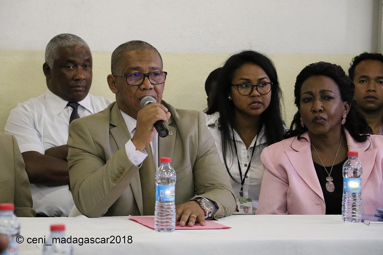 cadre de concertation spécial avec les chefs des partis politiques VF