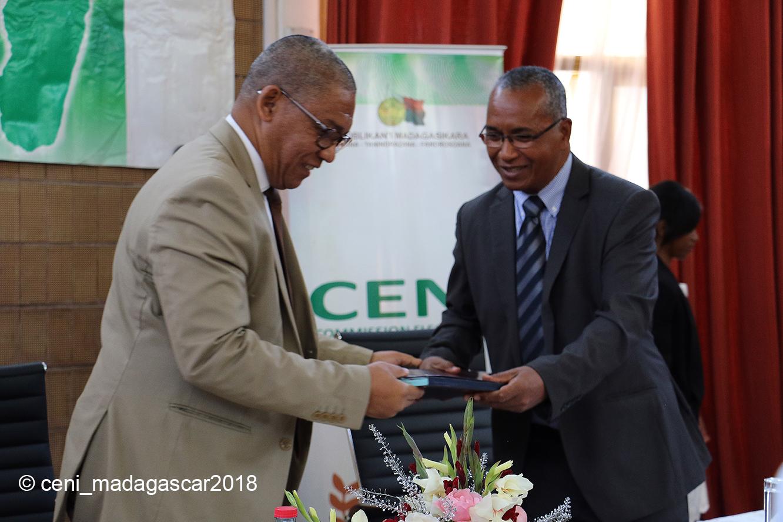 Signature de convention de partenariat entre la CENI et ROHY VF