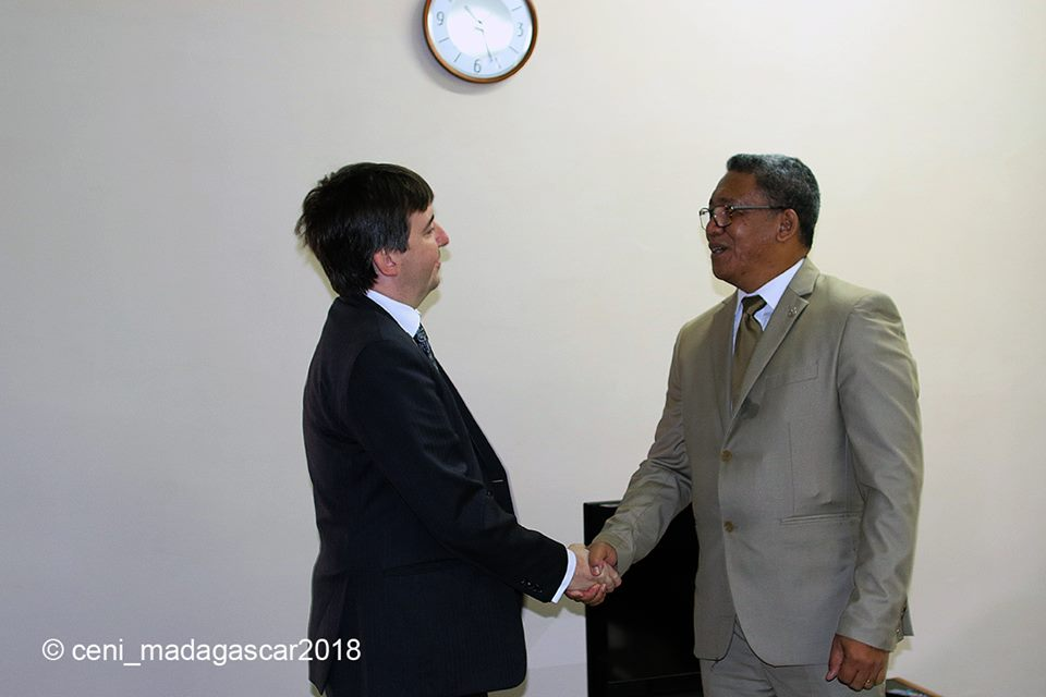 Visite de courtoisie de l'Ambassadeur deGrande-Bretagne à la CENI