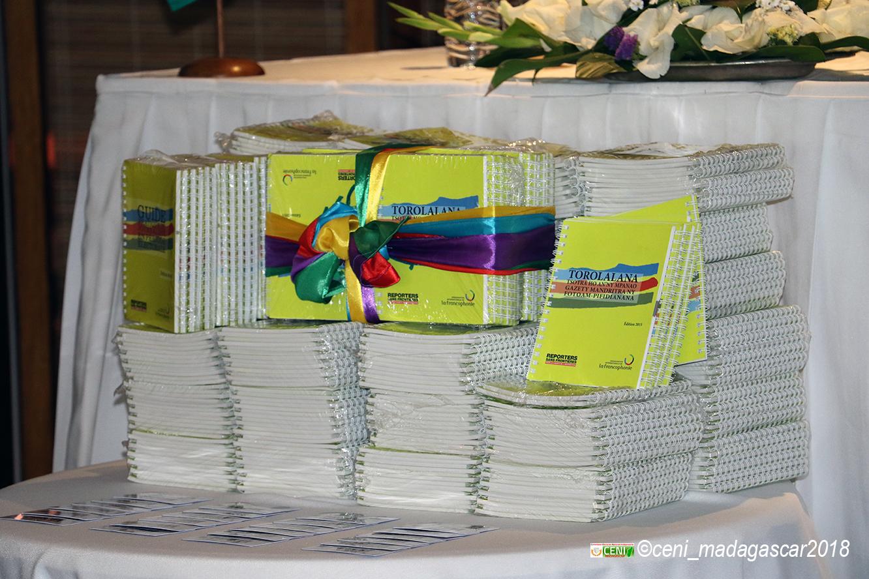 Cérémonie de remise officielle du guide pratique du journaliste en période électorale