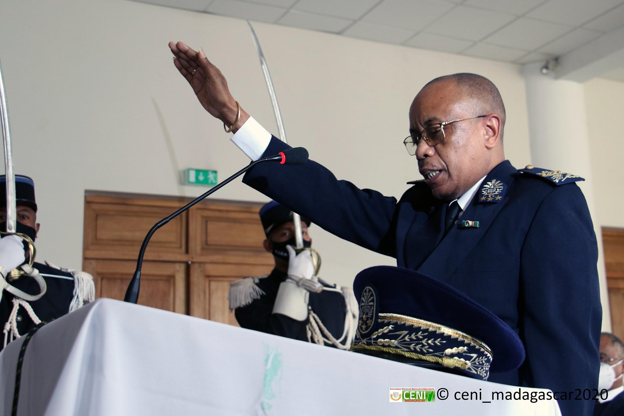 Prestation de serment du nouveau Vice-président de la CENI – Monsieur BENAIVO Andrianaly Narcisse
